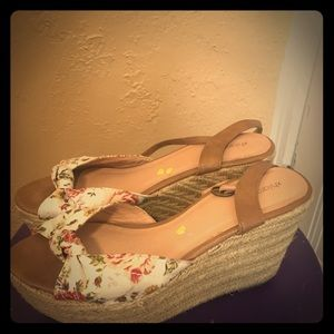 XHILIRATION Peep toe, floral, strappy wedges 9